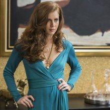 American Hustle: Amy Adams in una scena del film nei panni dell'inglese Sydney Prosser