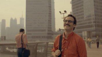 Her: Joaquin Phoenix sorridente in una scena del film