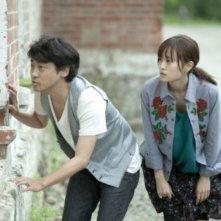 Seventh Code: Atsuko Maeda e Ryôhei Suzuki in una scena del film