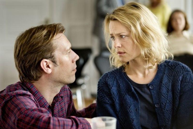 Sorrow And Joy Jakob Cedergren Con Helle Fagralid In Una Scena 290368