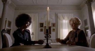 American Horror Story, Coven - Angela Bassett e Christine Ebersole in Fearful Pranks Ensue