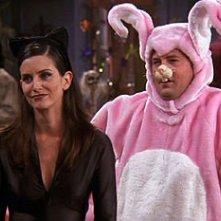 Friends: Courteney Cox e Matthew Perry nell'episodio La festa di Halloween