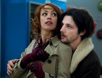 Il paradiso degli orchi: Raphaël Personnaz con Bérénice Béjo sono Benjamin e Zia Julia in una scena