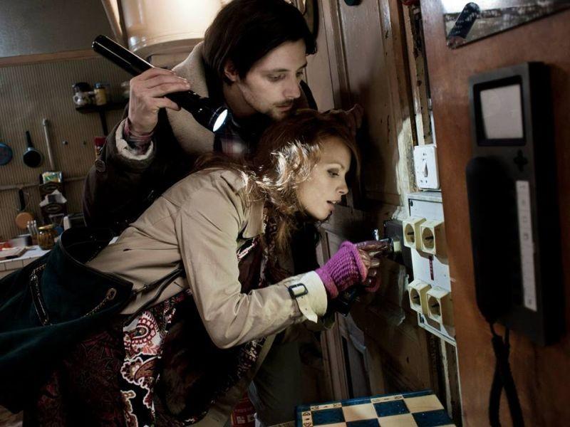 Il Paradiso Degli Orchi Raphael Personnaz Insieme A Berenice Bejo In Una Scena Del Film 290455