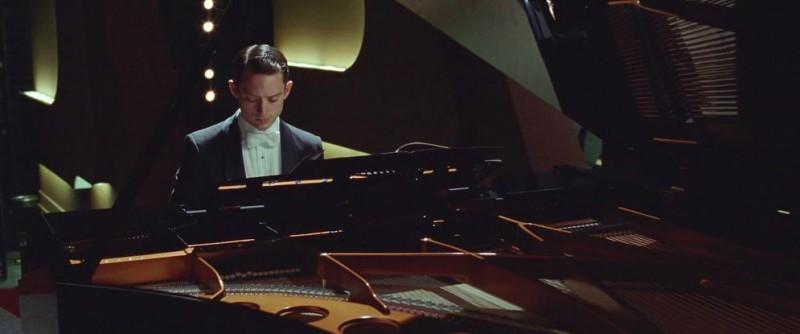 Elijah Wood In Grand Piano Nei Panni Del Pianista Tom Selznick 290699