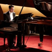 Elijah Wood in Grand Piano nei panni di Tom Selznick