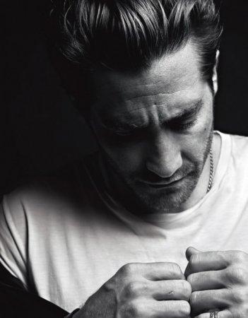 Jake Gyllenhaal in un photoshoot sul magazine VMan
