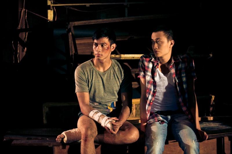 Vinh Khoa Ho E Manh Hai Luong In Una Scena Di Lost In Paradise 290643