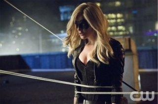 Arrow: Caity Lotz in una scena dell'episodio della stagione 2, Crucible