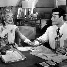 Marilyn Monroe in Come sposare un milionario accanto ad Alexander D'Arcy