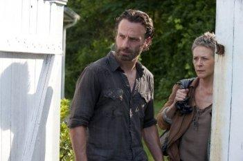 The Walking Dead:  Andrew Lincoln e  Melissa McBride nell'episodio Indifferenza