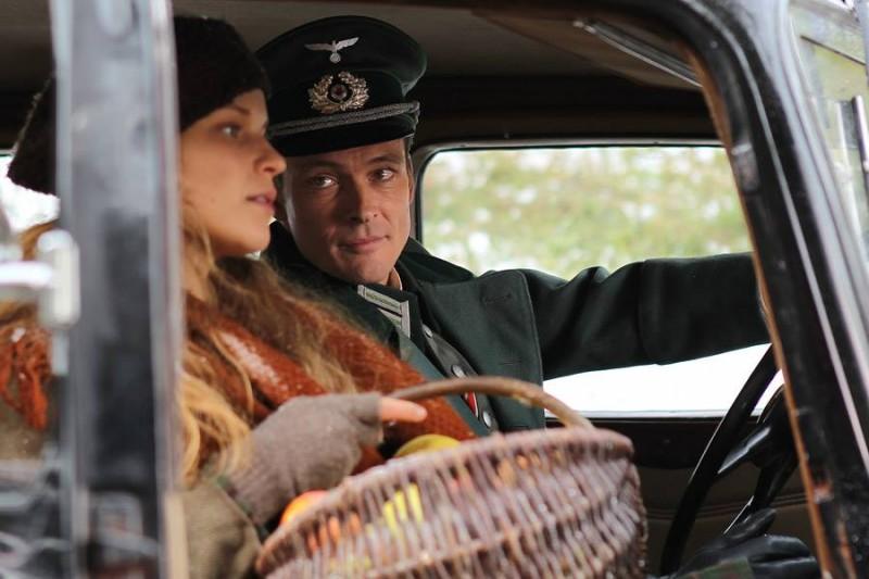 Belle Sebastien Andreas Pietschmann Insieme A Margaux Chatelier In Una Scena 291095
