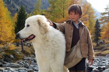 Belle & Sebastien: il piccolo Felix Bossuet è Sébastien insieme al suo cane Belle