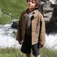 Belle & Sebastien: il piccolo Felix Bossuet nei panni di Sébastien in un momento del film