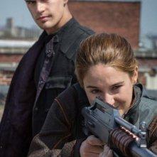 Divergent: Shailene Woodley e Theo James durante l'addestramento