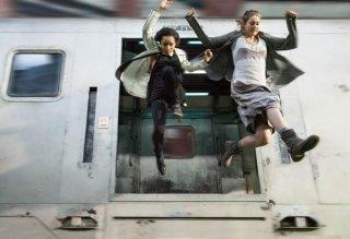 Divergent: Shailene Woodley e Zoe Kravitz saltano da un treno in corsa