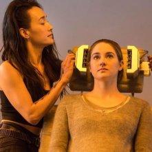 Divergent: Shailene Woodley e Maggie Q in un momento del film