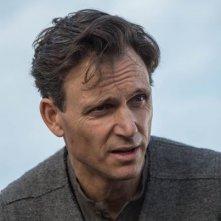 Divergent: un primo piano di Tony Goldwyn