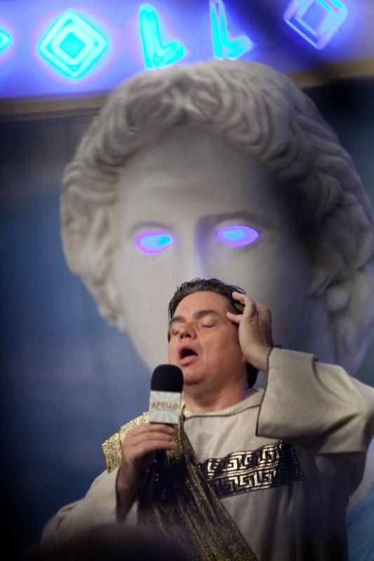 Gods Behaving Badly Oliver Platt In Una Scena 290877