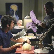 Grey's Anatomy: Patrick Dempsey e Jason George in una scena dell'episodio Thriller