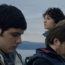 Il mondo fino in fondo: Filippo Scicchitano insieme a Manuela Martelli e Luca Marinelli in una scena