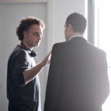 Il venditore di medicine: il regista Antonio Morabito sul set con Claudio Santamaria