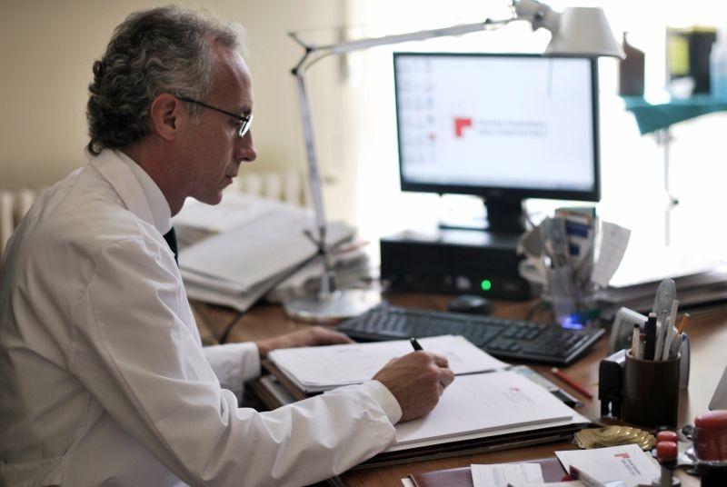 Il Venditore Di Medicine Marco Travaglio Nei Panni Del Professor Malinverni In Una Scena 291062
