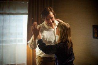 Nobody Owns Me: Mikael Persbrandt con la piccola Saga Samuelsson in una scena