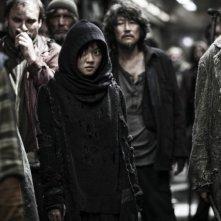 Snowpiercer: Ko Ah-sung è Yona in una scena del film