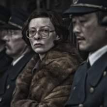 Snowpiercer: Tilda Swinton in una scena del film