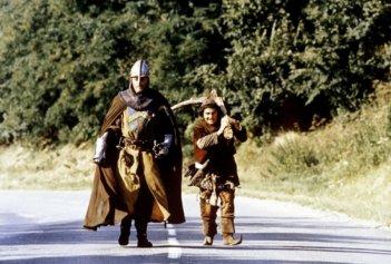 Jean Reno e Christian Clavier in una scena del film I visitatori