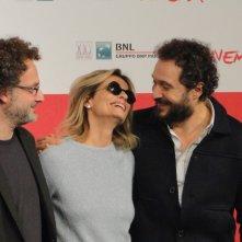 Il venditore di medicine: Claudio Santamaria ed Isabella Ferrari posano con il regista Antonio Morabito a Roma 2013