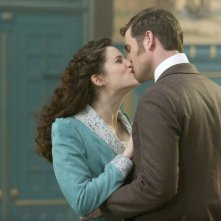 Dracula: Jonathan Rhys Meyers e Jessica De Gouw in un momento dell'episodio From Darkness to Light