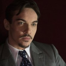 Dracula: Jonathan Rhys Meyers in un momento dell'episodio A Whiff of Sulphur