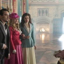 Dracula: Jonathan Rhys Meyers, Phil McKee, Katie McGrath e Jessica De Gouw nell'episodio From Darkness to Light