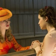Dracula: Katie McGrath e Jessica De Gouw nell'episodio From Darkness to Light