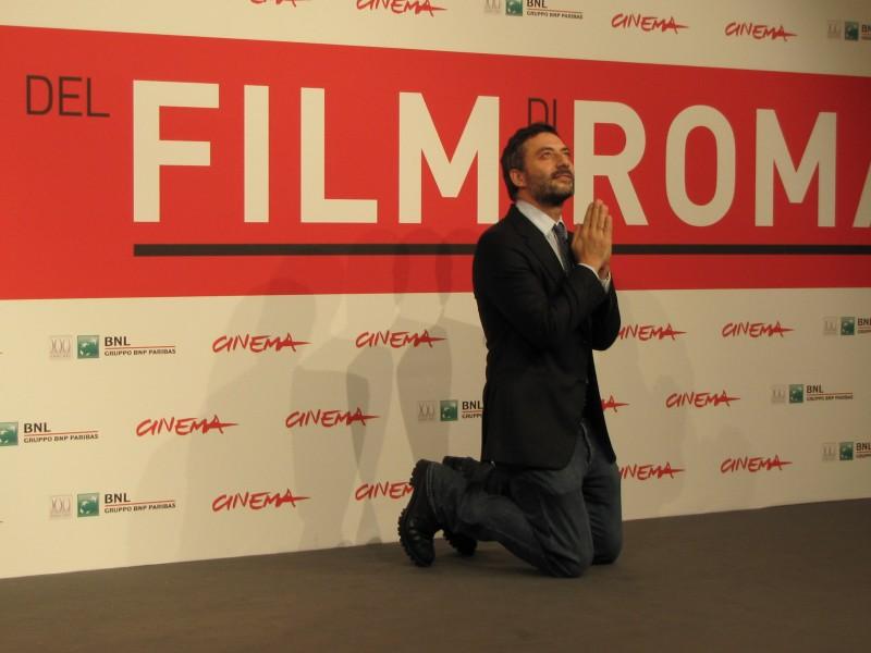 Filippo Timi Presenta I Corpi Estranei Al Festival Di Roma Nel 2013 E Si Raccoglie In Preghiera 291782