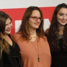 Sitting Next to Zoe: Ivana Lalovic, Lea Bloch e Runa Greiner posano durante il photocall a Roma 2013