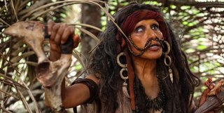 The Green Inferno: la sanguinosa capo tribù indigena in una scena del film