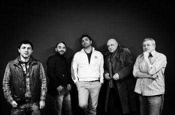 Take five: Carmine Paternoster, Salvatore Striano, Salvatore Ruocco, Peppe Lanzetta, Gaetano Di Vaio in una foto promozionale