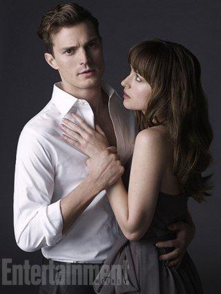 Cinquanta sfumature di grigio: un sensuale abbraccio tra Jamie Dornan e Dakota Johnson