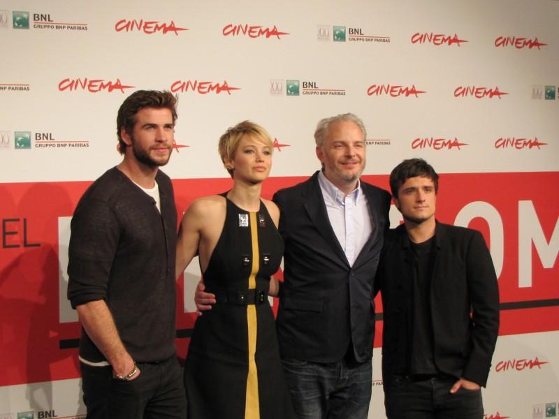 Hunger Games La Ragazza Di Fuoco Liam Hemsworth Con Josh Hutcherson Jennifer Lawrence E Francis Lawr 292083