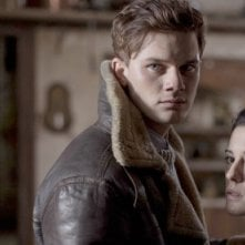 The Woman in Black: Angels Of Death - Jeremy Irvine e Phoebe Fox in una scena del film