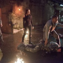 Arrow: David Ramsey, Audrey Marie Anderson e Michael Rowe in una scena dell'episodio Keep Your Enemies Closer