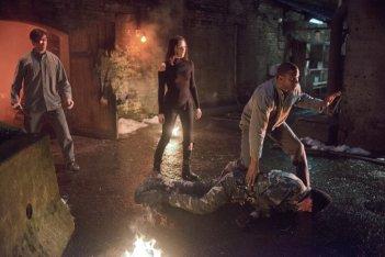 Arrow: David Ramsey, Audrey Marie Anderson e Michael Rowe in una scena dell'episodio Keep Your Enemies Closer