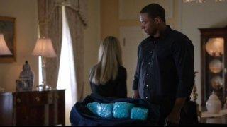Arrow: David Ramsey e Emily Bett Rickards in una scena dell'episodio Keep Your Enemies Closer