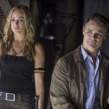 Arrow: Dylan Neal e Caity Lotz in una scena dell'episodio della stagione 2, Keep Your Enemies Closer