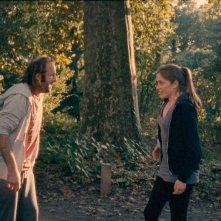 2 automnes 3 hivers: Vincent Macaigne in una scena nle bosco con Maud Wyler