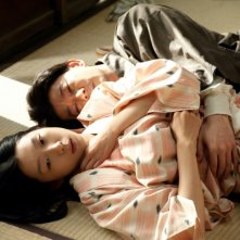 A Woman and War: Noriko Eguchi e Masatoshi Nagase in una scena