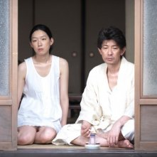 A Woman and War: Noriko Eguchi insieme a Masatoshi Nagase in una scena